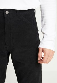 Levi's® - 502™ CARPENTER PANT - Tygbyxor - mineral black - 5