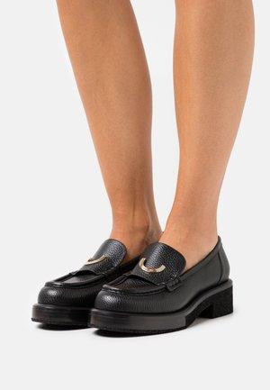 LISA LOAFER - Nazouvací boty - black