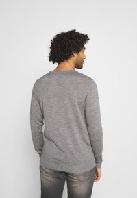 Jack & Jones - JJEMARK CREW NECK - Maglione - grey melange