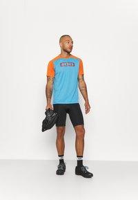 ION - TEE TRAZE - Print T-shirt - inside blue - 1