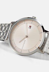 Tommy Hilfiger - DRESSED UP - Klokke - silver-coloured - 3