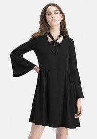 Nicowa - KLASSISCHES  V-AUSSCHNITT - BOHIWA - Cocktail dress / Party dress - schwarz - 0