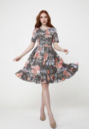 CHIARA - Day dress - braun/koralle
