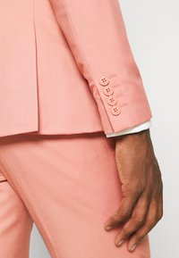 Isaac Dewhirst - THE FASHION SUIT NOTCH - Suit - coral - 12
