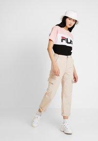 Fila - ALLISON - Camiseta estampada - black/pink/bright white - 1