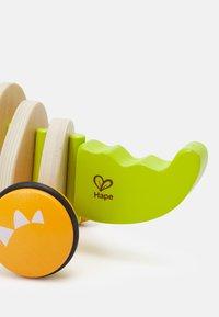 Hape - KROKODIL CROC UNISEX - Wooden toy - multi - 2