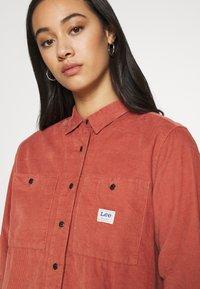 Lee - FEMININE WORKER - Button-down blouse - burnt ocra - 3