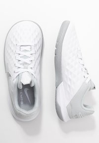 Nike Performance - TIEMPO JR LEGEND 8 ACADEMY IC UNISEX - Indoor football boots - white/chrome/pure platinum/metallic silver - 0