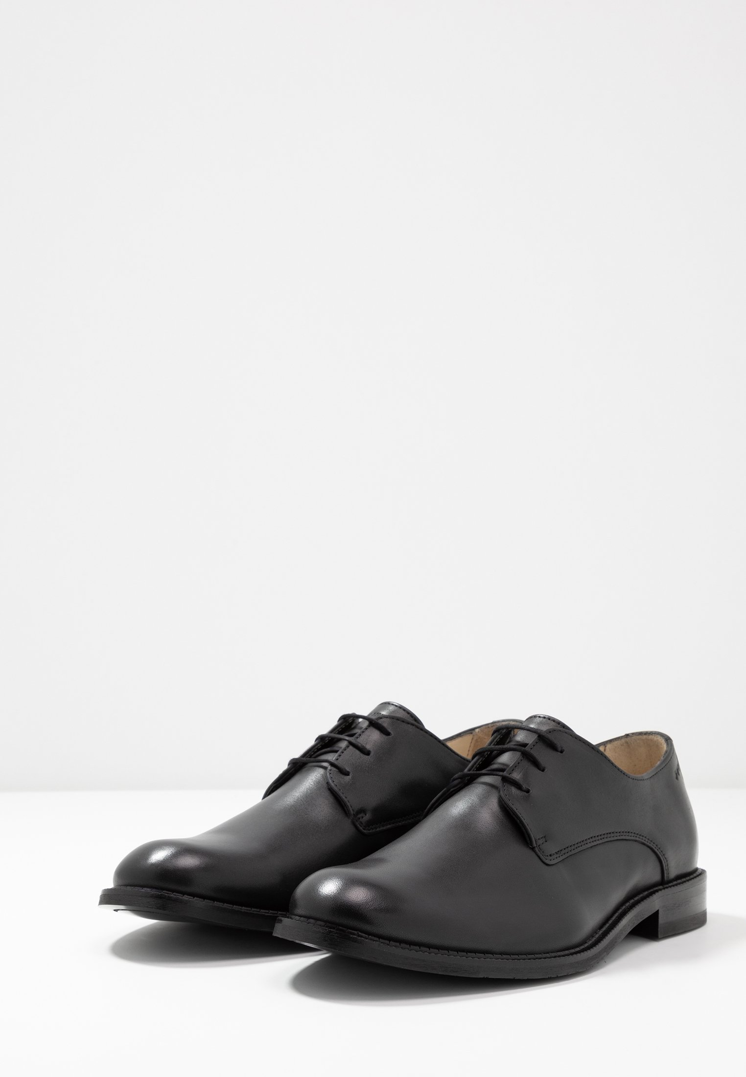 Meilleurs prix Royal RepubliQ ALIAS CLASSIC DERBY SHOE Derbies & Richelieus black