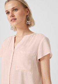 Q/S designed by - GEKNÖPFTE  - Button-down blouse - light apricot - 3