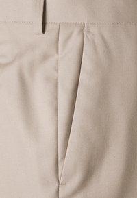 Isaac Dewhirst - THE FASHION SUIT PEAK PLUS SIZE - Suit - beige - 5