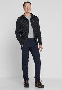 Salomon - WAYFARER TAPERED PANT - Outdoor trousers - night sky - 1