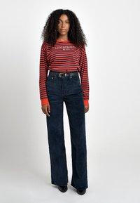 Levi's® - RIBCAGE CORD WIDE LEG - Flared Jeans - navy blazer plush cord - 2