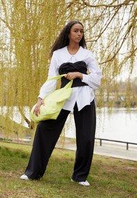 adidas Originals - STAN SMITH - Zapatillas - footwear white/halo ivory - 0