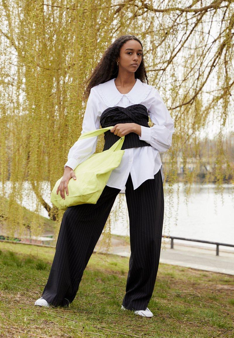 adidas Originals - STAN SMITH - Zapatillas - footwear white/halo ivory