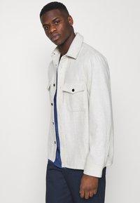 Tommy Jeans - SLIM JASPE V NECK - Jednoduché triko - blue - 3