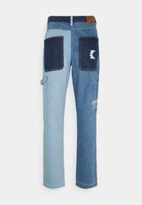 Karl Kani - RINSE BLOCK PANTS - Relaxed fit -farkut - blue - 1