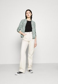 ONLY - ONLNOVA JACKET - Bomber Jacket - chinois green - 1