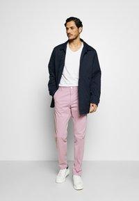 Tommy Hilfiger Tailored - STRETCH SLIM FIT PANTS - Tygbyxor - purple - 1