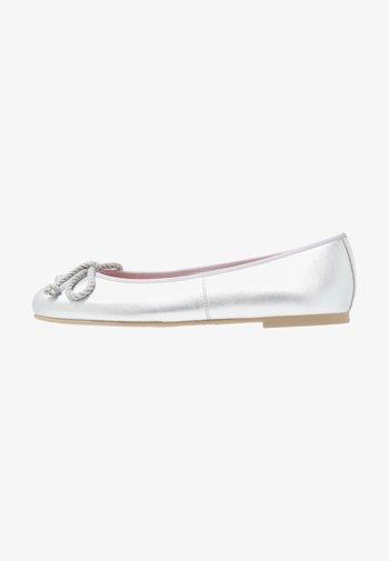 AMI   - Ballet pumps - plata