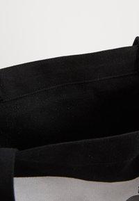 The North Face - WOMAN DAY BAG - Sac de sport - black - 3