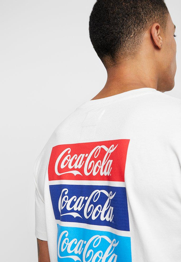 tommy x coca cola repeat tee