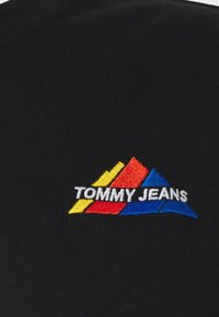 Tommy Jeans - MOUNTAIN TEE - Print T-shirt - black - 2