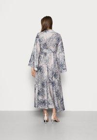 IN THE STYLE - BLACK PRINT KIMONO FIT Dress  - Vestido informal - black - 2