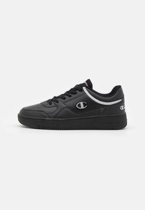 LOW CUT SHOE REBOUND - Basketball shoes - black
