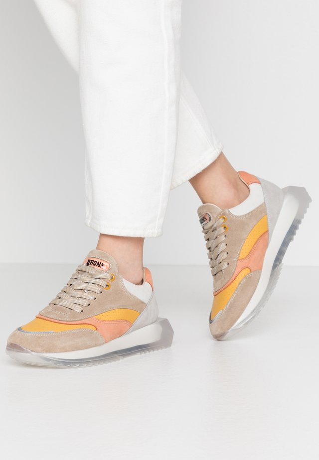 LINKK-UP - Sneakersy niskie - taupe/mustard/light orange/light grey