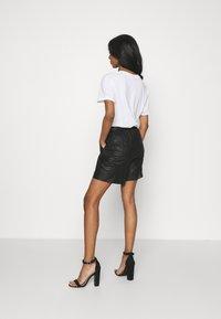 DEPECHE - Shorts - black - 2