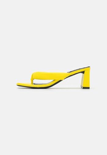 Tongs - yellow