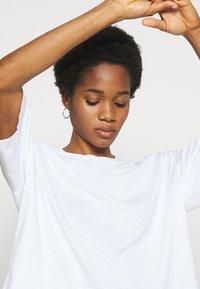 Weekday - ALBERTA - Print T-shirt - white - 4