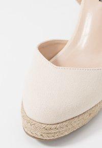 Lost Ink Wide Fit - ANKLE WRAP WEDGE  - Sandály na vysokém podpatku - cream - 2