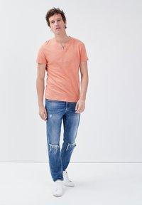 BONOBO Jeans - Basic T-shirt - rose poudrée - 1