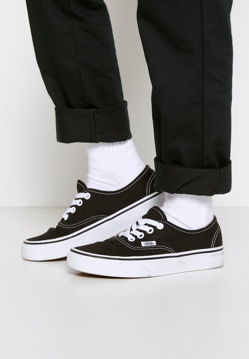 Vans - AUTHENTIC - Tenisky - black/true white
