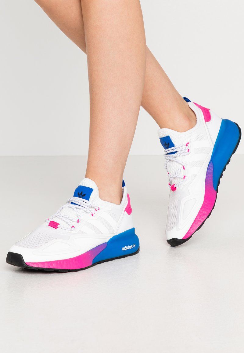 adidas Originals - ZX 2K BOOST  - Zapatillas - footwear white/shock pink