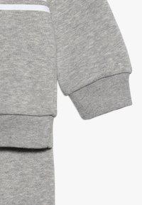 adidas Originals - OUTLINE CREW - Verryttelypuku - grey/white - 4