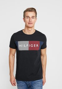 Tommy Hilfiger - CORP MERGE TEE - T-shirt con stampa - black - 0