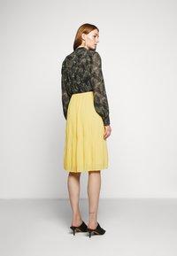 Bruuns Bazaar - CECILIE SKIRT - Áčková sukně - sunshine - 2