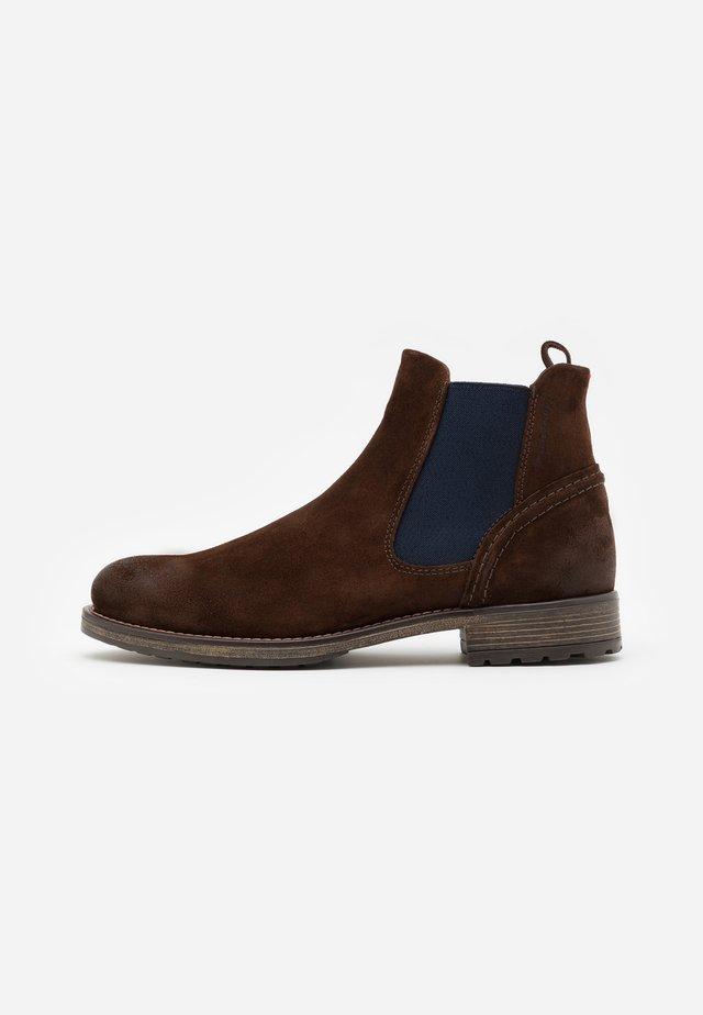 CHELSEA BOOT - Kotníkové boty - dark brown