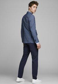 Jack & Jones PREMIUM - Suit trousers - dark navy - 2