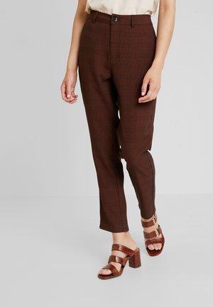 TASJA PANTS - Kalhoty - cherry mahogany