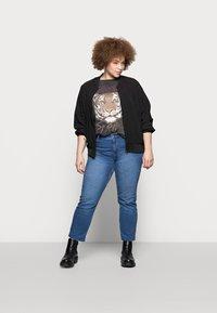 Pieces Curve - PCLUNA STRAIGHT - Straight leg jeans - medium blue denim - 1
