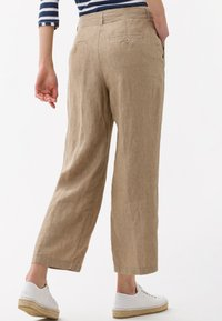 BRAX - STYLE MAINE - Trousers - toffee - 2