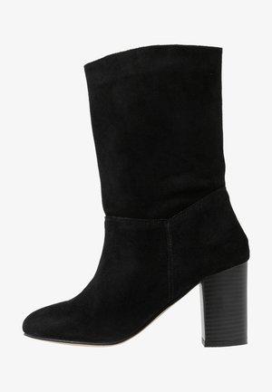 WIDE FIT GARDENIA - Kotníkové boty - black