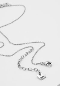 DKNY - PAVE LOGO PENDANT  - Collier - rhodium-plated - 2