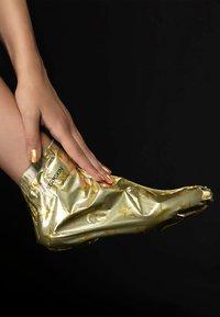 STARSKIN - STARSKIN ® VIP THE GOLD FOOT MASK - Foot mask - - - 2