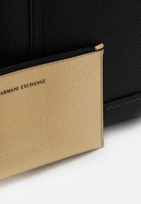 Armani Exchange - PEBBLE REVERSIBLE TOTE - Shopping bag - nero - 4