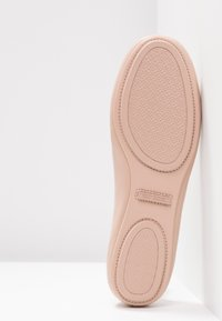 Tory Burch - MINNIE TRAVEL BALLET  - Baleríny - goan sand - 6